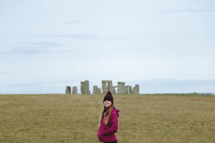 영국의 선사 유적지 '스톤헨지'를 찾은 여행객