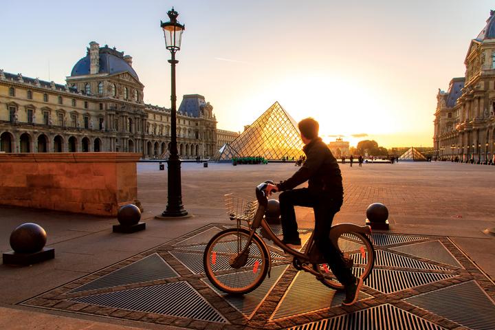 밸리브는 자전거 대여 서비스는 물론 여행자들을 위한 자전거 투어 프로그램을 운영 중이다.