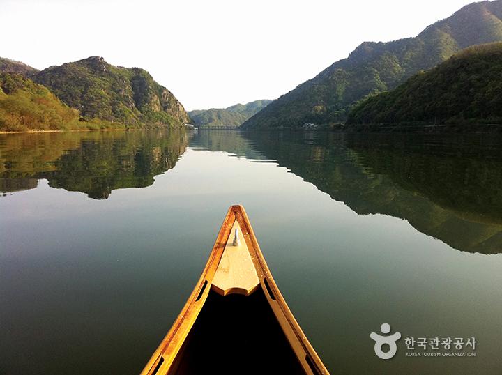 카누를 타고 바라본 의암호 풍경