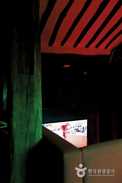 티비가 있는 구석진 자리