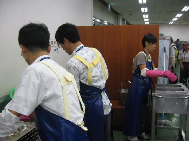 봉사활동자들의 모습 2