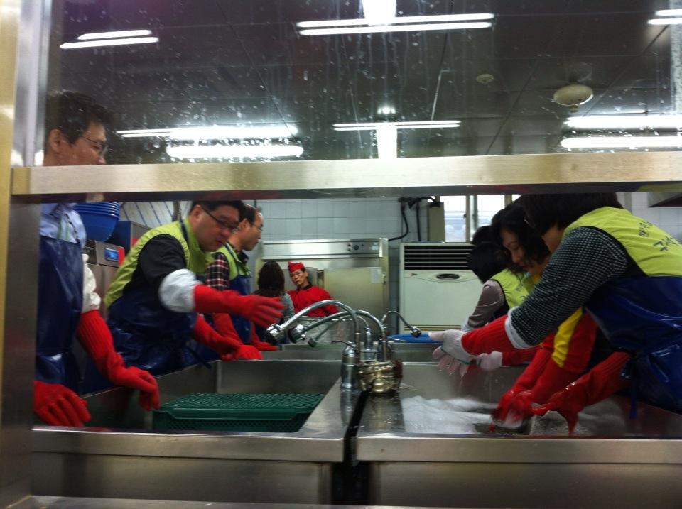 설거지 봉사활동을 하는 모습5