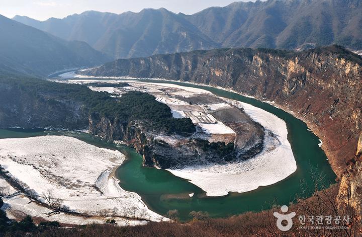 정선의 산과 강 사이