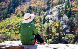 울긋불긋 화려한 단풍 숲 속 가을 캠핑의 진수, 설악동 야영장