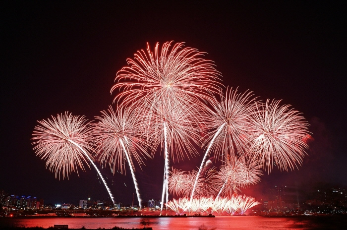 Seoul International Fireworks Festival (서울세계불꽃축제)