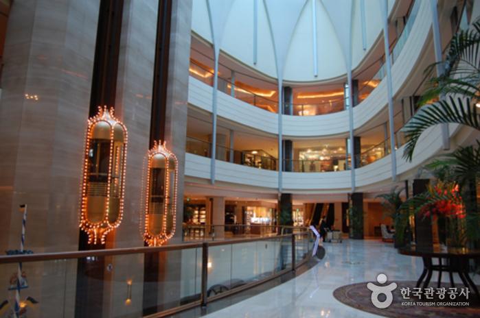 Lotte Hotel World 롯데호텔 월드
